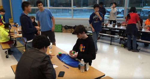 Новый мировой рекорд сборки кубика Рубика меньше 5 секунд!