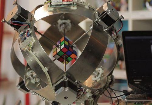 Собрать кубик Рубика за 0,887 секунды.
