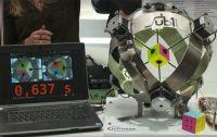 Робот побил свой собственный рекорд сборки кубика Рубика
